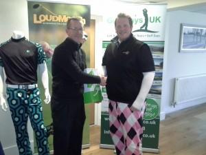 Winner Jason Skelton (left)